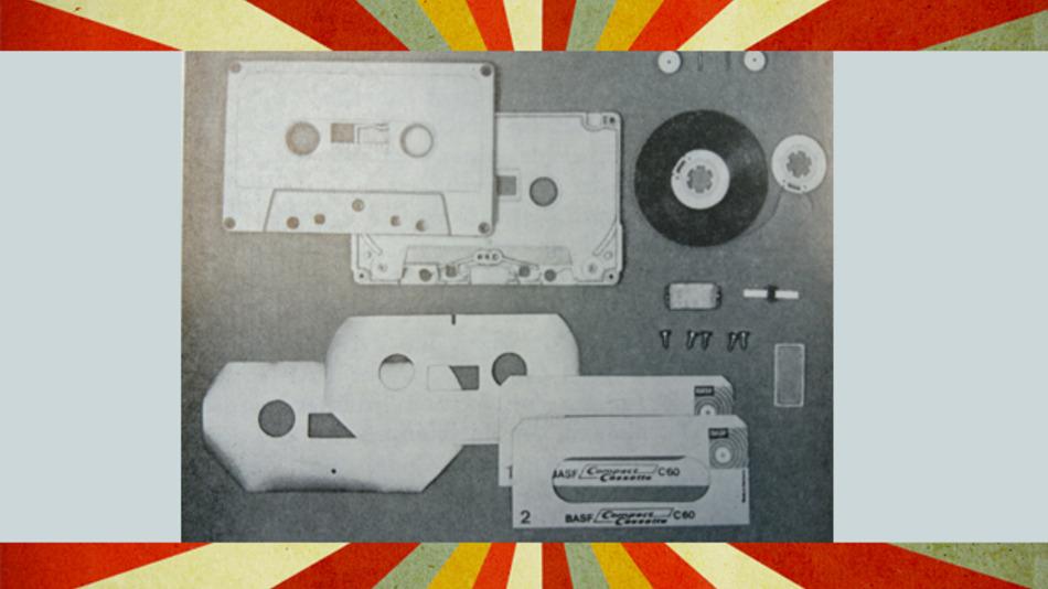 Einzelteile einr Kompakt-Kassette.