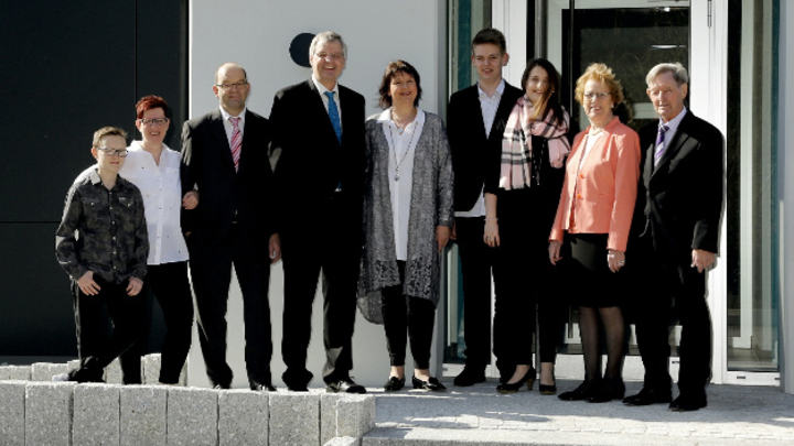 (v.l.n.r.) Sohn Marco von Simone mit Mann Jürgen Wöhr, Stefan mit Frau Petra und Kindern Timo und Julia Wöhr, Gisela mit Richard Wöhr