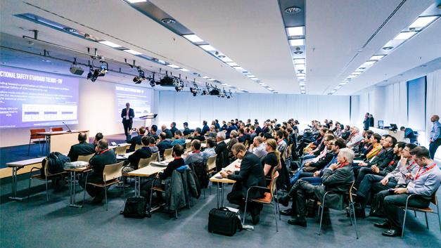 Großes Interesse bei der Keynote von Riccardo Mariani, Intel, auf der embedded world Conference 2017.