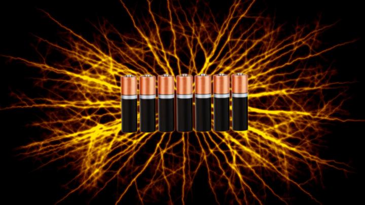 Kurzschlüsse in Li-Ionen-Batterien können zu Bränden führen.