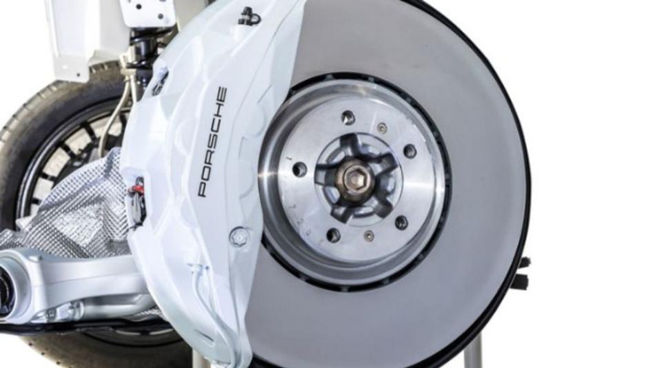 Die iDisc kommt mit der Bezeichnung »Surface Coated Brake« beim Porsche Cayenne zum Einsatz – serienmäßig beim Cayenne Turbo, bei den anderen Cayenne-Modellen gegen Aufpreis.