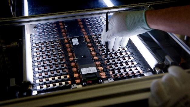 Produktion einer Batteriezelle bei Deutsche ACCUmotive.