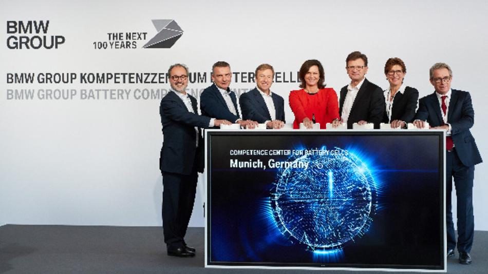 Baubeginn für das BMW Kompetenzzentrum Batteriezelle mit Klaus Fröhlich, Oliver Zipse und der bayerischen Wirtschaftsministerin Ilse Aigner in München.