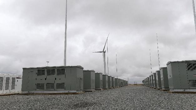 Das Gelände der Station der 129-Megawatt-Lithium-Ionen-Batterie der Firma Tesla