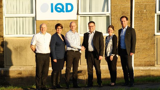 Auf 44-jähriges Know-how bei Oszillatoren blickt die in UK ansässige IQD Frequency Products Ltd zurück: (v.l.n.r.) Colin Smith (IQD), Tanja Hochschild (Würth), Paul Fear (IQD), Peter Schlechtinger (Würth), Jennie Bennett (IQD) und Martin Warrington (Würth)