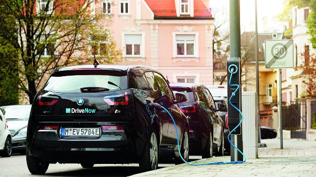 Gemeinsam mit BMW entwickelte eluminocity das modulare System »Light & Charge«.