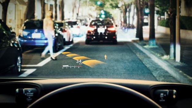 Der japanische Zulieferer Denso hat ein TFT-LCD-Head-up-Display entwickelt, das für den Fahrer wichtige Informationen auf die Windschutzscheibe projiziert.