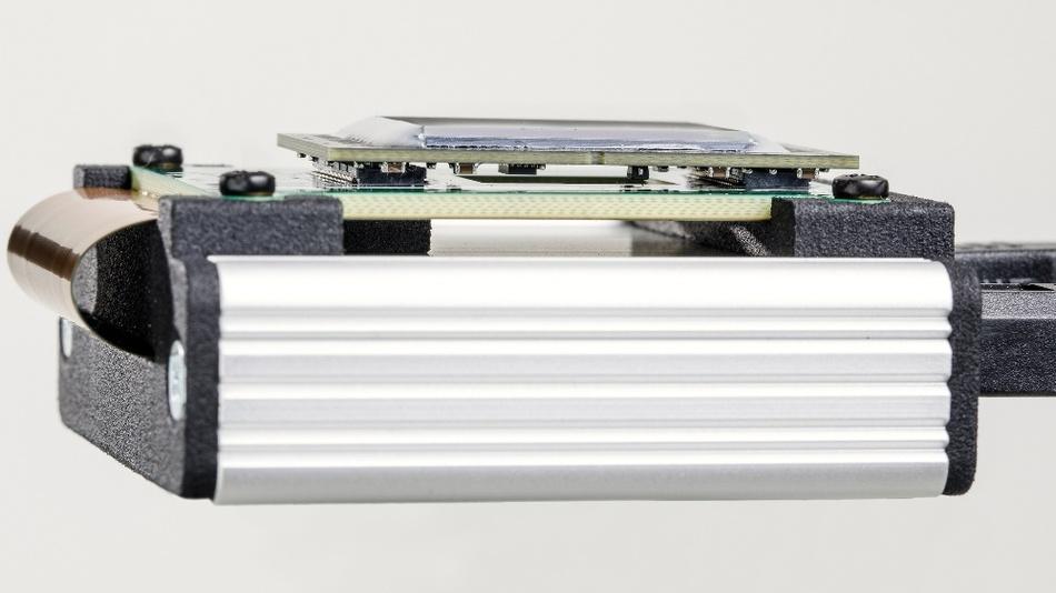 "Prototyp des im EU-Projekt LOMID entwickelten OLED-Mikrodisplays: WUXGA-Auflösung, 120 Hz und 1""-Diagonale."