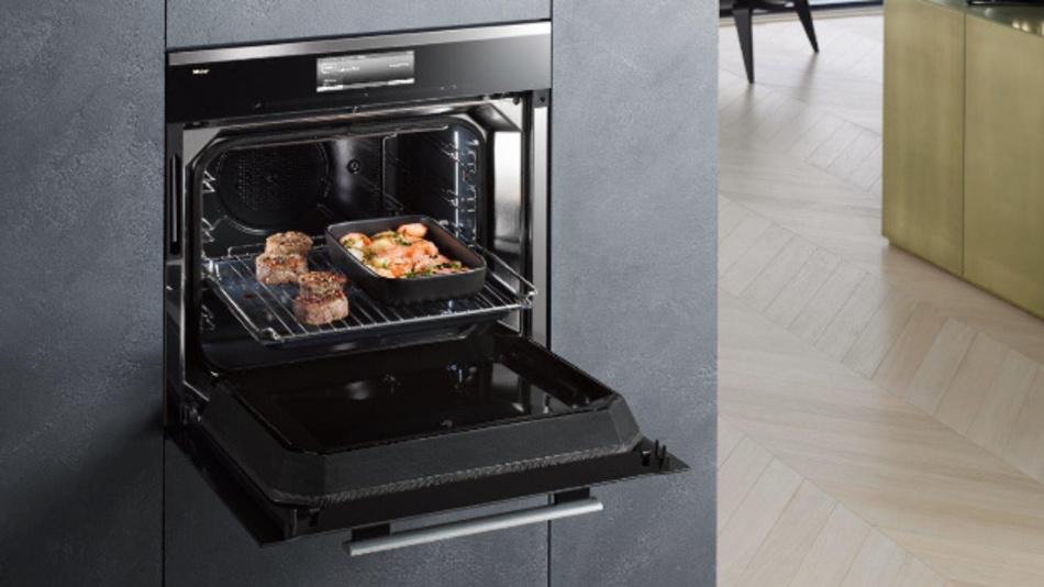 """Der neue """"Dialog""""-Ofen von Miele  basiert auf  der Technik von Goji, die wiederum mit RF Energy arbeitet. Von dem größten Innovationsspung seit dem Indusktionskochen sprach Miele auf der IFA 2017, auf der das Unternehmen den neuen Ofen vorstellte."""