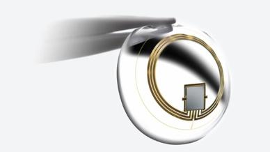 Kontaktlinse mit MEMS-Sensor zum Messen des Augeninnendruckes.