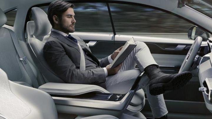 Damit der Passagier im autonomen Fahrzeug entspannt lesen kann, ist auch eine sichere Embedded Software notwendig. Diese steht im  Fokus des Joint-Ventures von Vector und Sysgo.