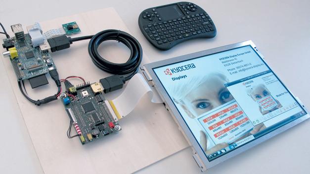Bild 1. Industrielles TFT-Display mit Ansteuerung: In diesem Fall liefert ein Raspberry-Pi die Bilddaten.