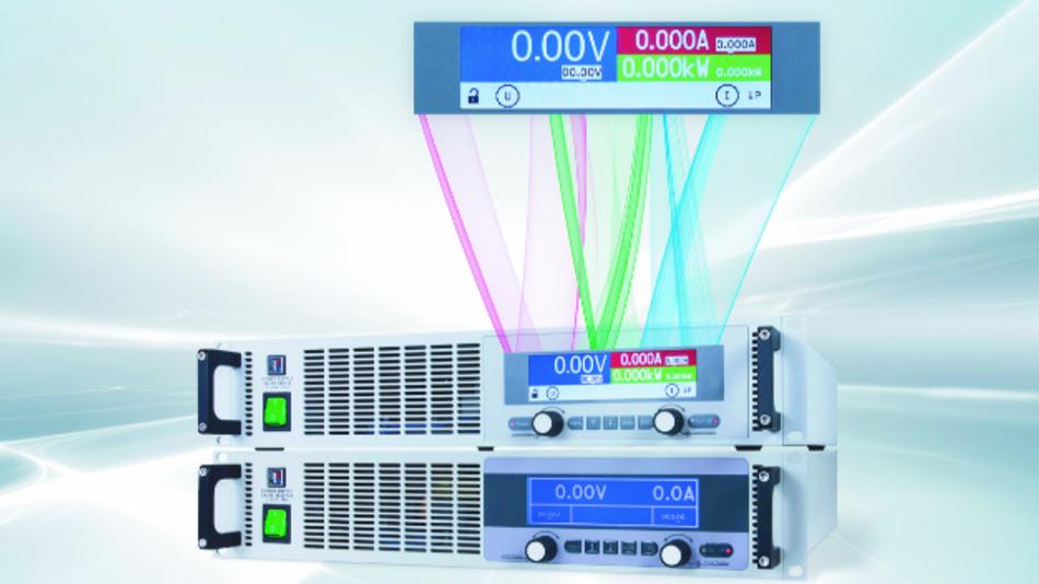Im Display sind die Spannungs-. Strom- und Leistungswerte farblich hinterlegt.