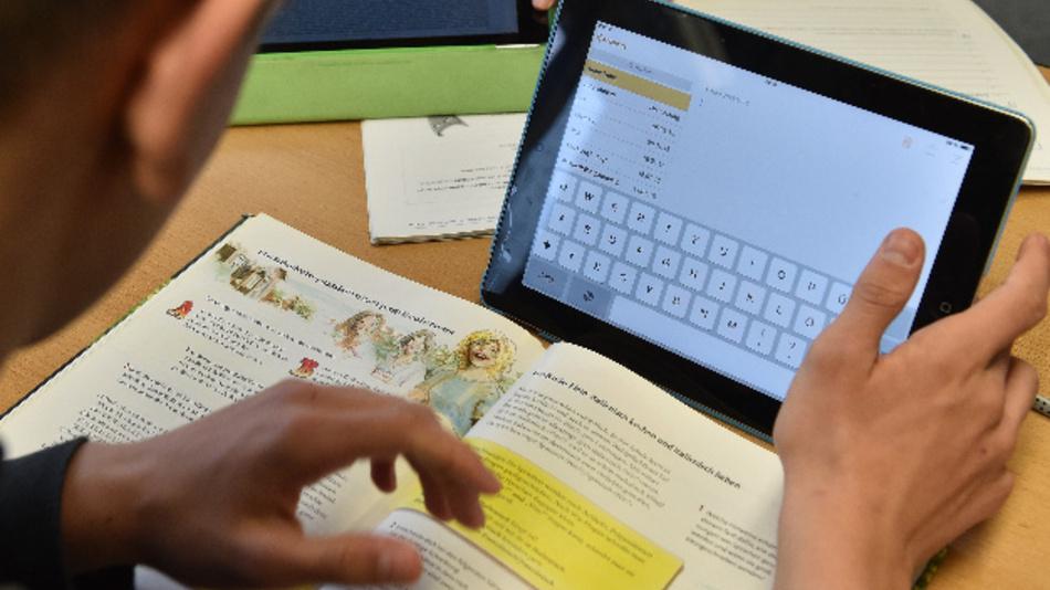 Nach einer Serie von Schulkonferenzen mit Eltern und Lehrern fordert die bayerische Landtags-SPD von der Staatsregierung einen milliardenschweren Masterplan zur digitalen Bildung.
