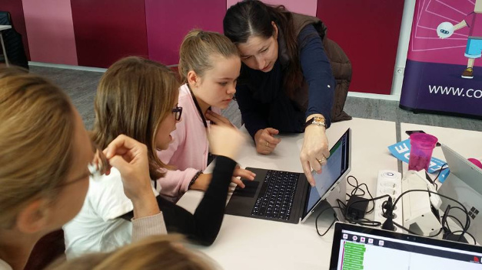 Vergangene Woche veranstaltete Microsoft bundesweit Programmier-Workshops für Schülerinnen und Schüler. 'Code your Life' soll nach Wunsch von Microsoft auch in der Lehrerfortbildung eingesetzt werden.