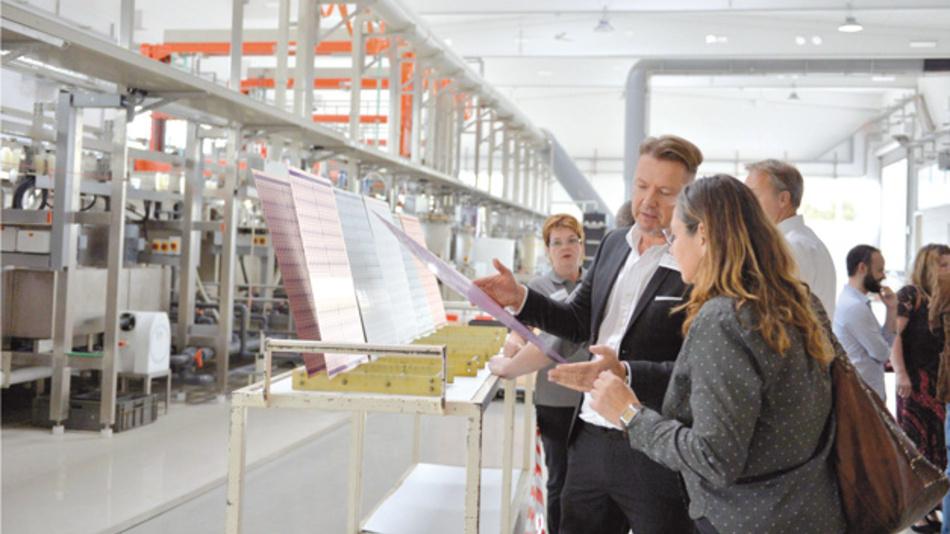 Bei einer Firmenführung konnten sich die Besucher einen Eindruck von der Precoplat-Leiterplattenfertigung machen.