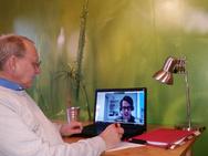 Immobillien-Manager Martin Schulze-Vorberg bei einer Sitzung mit seinem Online-Therapeuten Fabian Hüsch