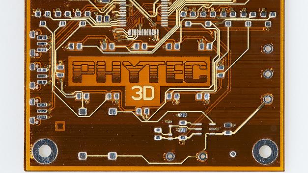 Eine mit Hilfe der 3D-Drucker DragonFly 2020 Pro hergestgellte Leiterplatte von Phytec.