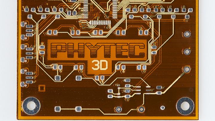 Eine mit Hilfe der 3D-Drucker DragonFly 2020 Pro hergestgellte Leiterplatte von Phytec