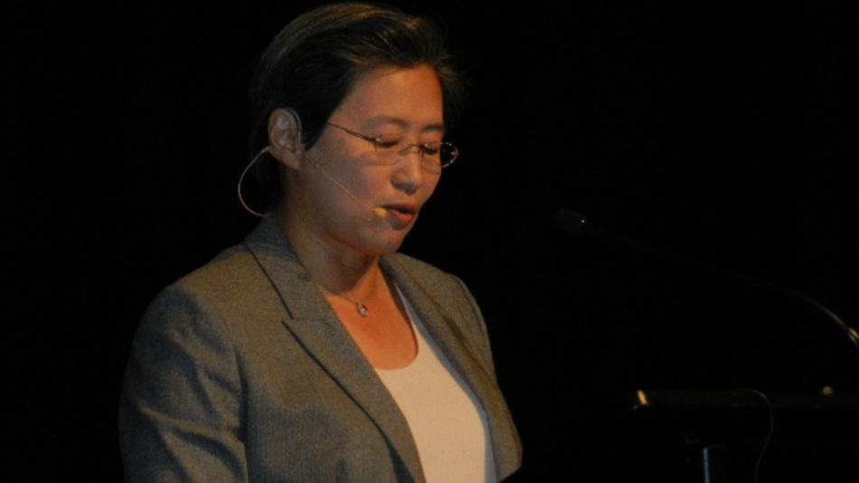 Dr. Lisa Su, AMD: »3D-Stacking-Technologien sind vielversprechend, weil sie den Energieverbrauch pro Bit senkt und die Speicherbandbreite erhöht. Aber diese Technik ist für die Volumenfertigung noch nicht geeignet. Technisch ist das kein Problem, aber Kostenprobleme müssen noch geklärt werden.«