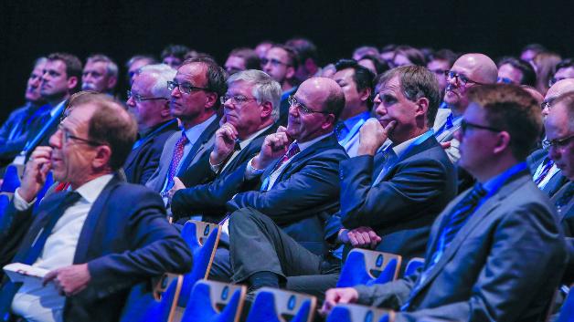 Gut besetzt war das Auditorium bei der Kongresseröffnung zum MikroSystemTechnik-Kongress. Insgesamt begeisterte die Veranstaltung knapp 800 Teilnehmer.