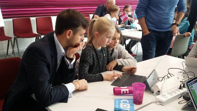 'Codeyourlife' richtet sich an Schülerinnen und Schüler ab 10 Jahren. Microsoft übernimmt die Kosten.