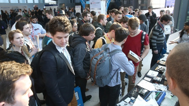 Studentenandrang beim embedded world Student Day 2017