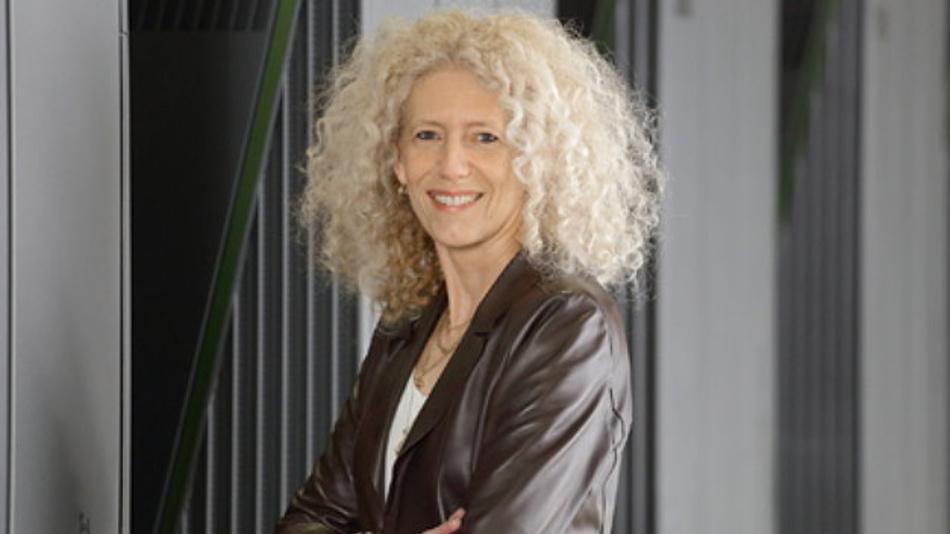 Prof. Dr. Kristel Michielsen vor dem Jülicher Superrechner JUQUEEN.