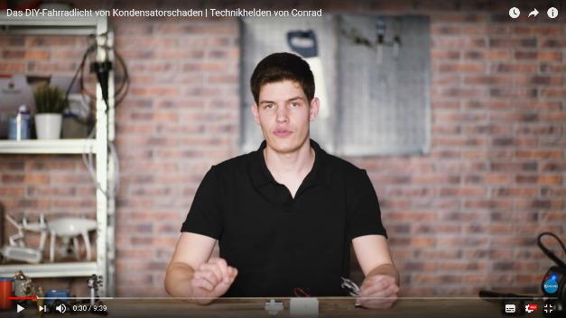 Im Kanal 'Technikhelden' von Conrad Electronic erklärt Tekkie Simon Bäumer, wie man Alltagsprodukte technisch verbessert. Seinen eigenen Blog findet man unter www.kondensatorschaden.de.