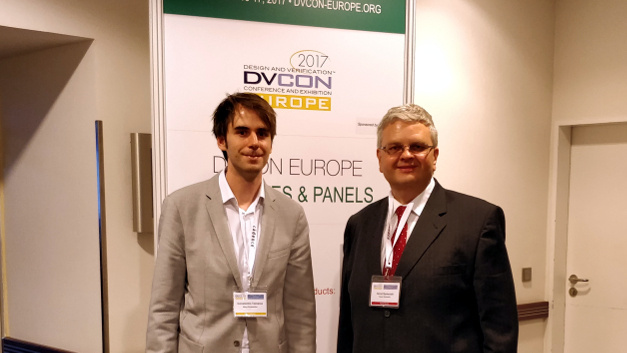 Im Interview erläuterte Dr. Horst Symanzik (rechts), Director of Engineering Integrated Circuits bei Bosch Sensortec, den Komplexitätsgrad der ASIC-Entwicklung für MEMS-Sensorik.