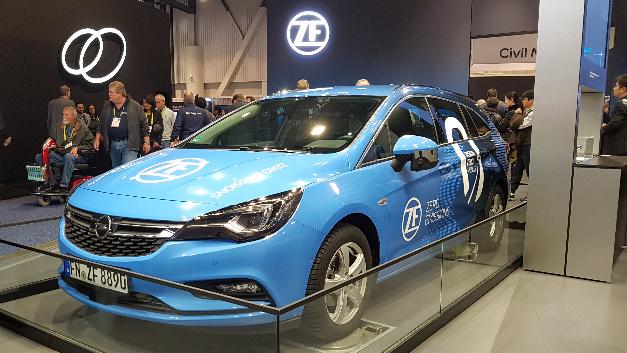 Der Versuchsträger für das autonome Fahren nach Level 4 auf der CES 2018.