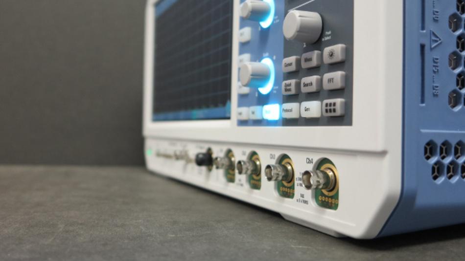 Bild 2: RTM3000 besitzt das vollwertige ProbeInterface und ein robustes Stecksystem für die Logiktaster