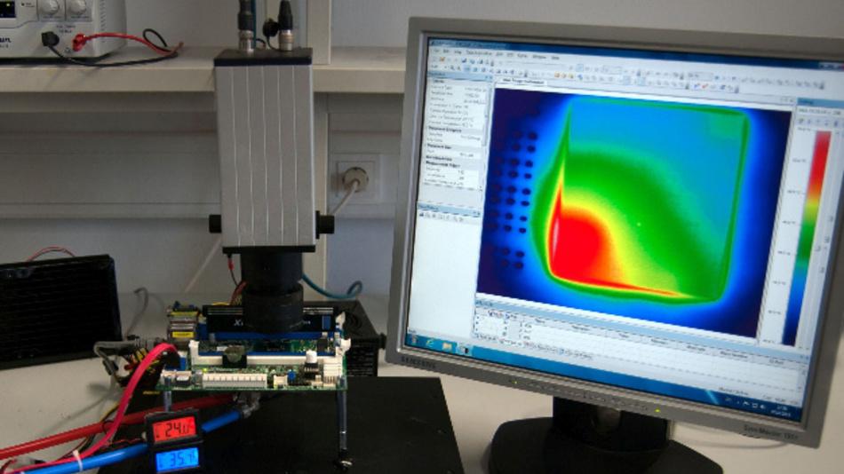 Versuchsaufbau zur Überwachung eines Computerchips mit Infrarotkameras