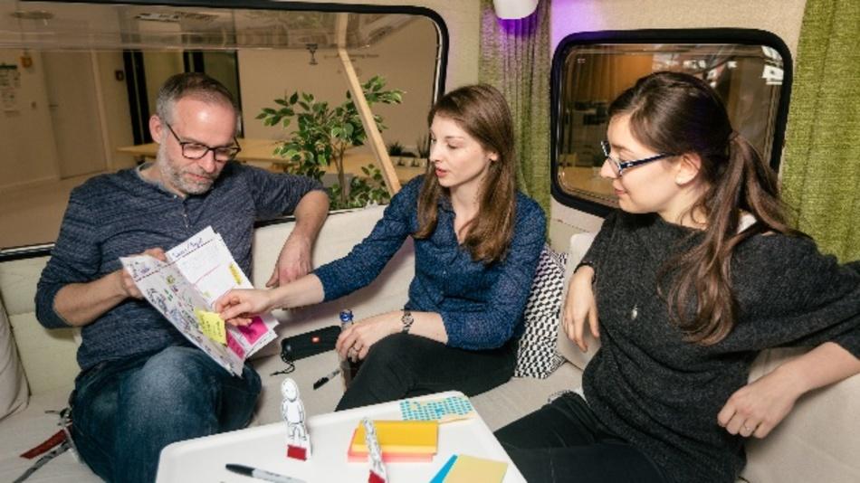 Der Wohnwagen – Meeting-Raum und Smart-Home-Experimentierfeld auf Boschs neuem IoT-Campus in Berlin.