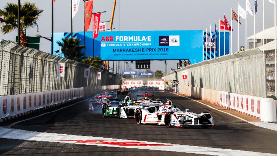 Die »ABB FIA Formula E Championship« in Marrakesch: Damit sich die elektromobilität auf breiter Front druchsetzt,kommt es wesentlich auf die Infrastruktur und Schnellladestationen an. Deshalb sponsert ABB die Formel-E.Rennen.