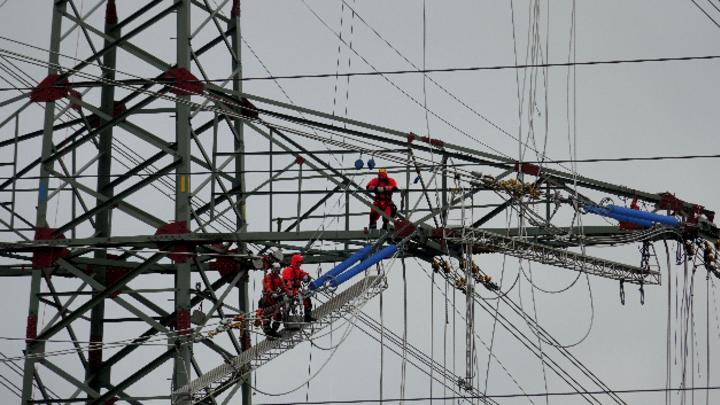 Der Stromnetzbetreiber Tennet nimmt den Bauabschnitt Hamburg/Nord - Audorf der 380-kV-Mittelachse-Stromleitung in Betrieb.