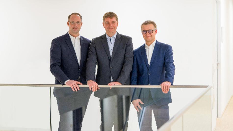 Von links: Turck-Geschäftsführer Christian Wolf, Beck-IPC-Geschäftsführer Thomas Schumacher und Oliver Merget, Geschäftsbereichsleiter Automation Systems bei Turck.