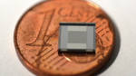 So klein ist der Sensor: Vergleich mit einer ein-Cent-Münze Maße:  3148 x 2361 px