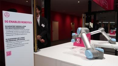 5G und Roboter am Stand der Deutschen Telekom