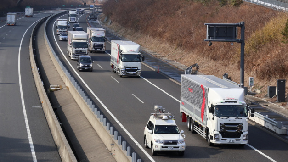 Nach Europa und den USA erprobt Daimler Trucks Lkw-Platooning in Japan.