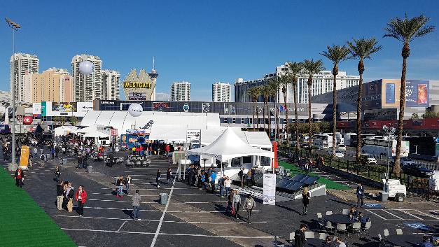 CES 2018: Auf der Central Plaza vor dem Las Vegas Convention Center tummelt sich vor allem die Automobilindustrie.