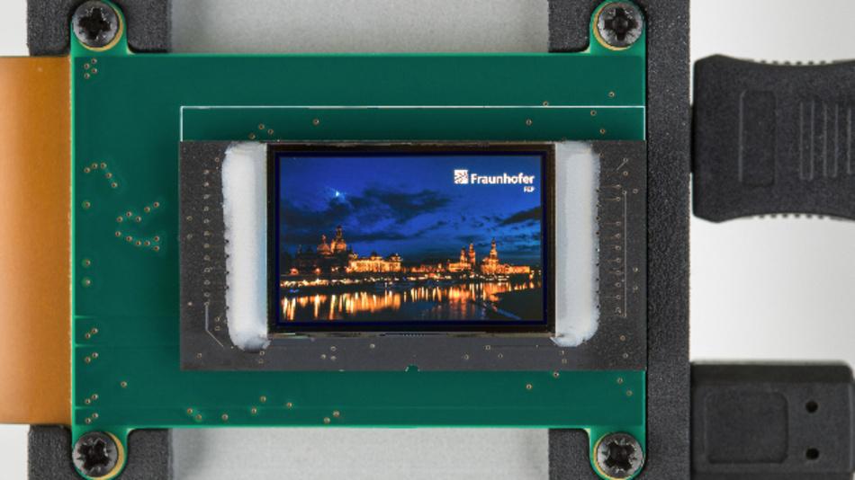 Das Fraunhofer FEP entwickelt großflächige OLED-Mikrodisplays auf Silizium. Anwendungsbereiche sind VR- und AR-Brillen und optische Sensorik.