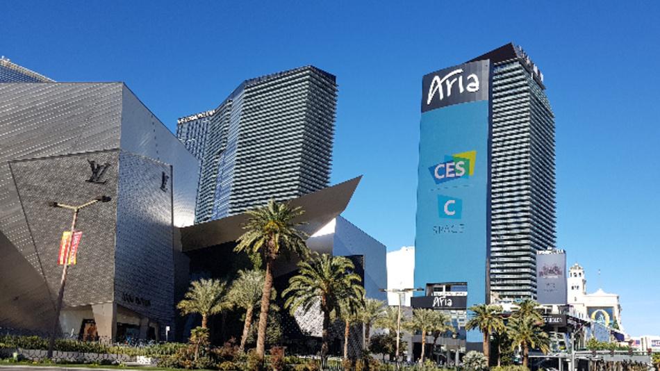 Allgegenwärtig: Die CES in Las Vegas flimmert auch über das Riesen-Display des Aria.
