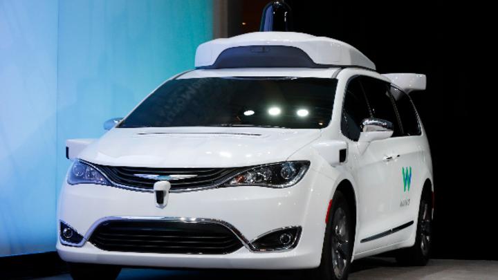 Roboterwagen der Google-Schwesterfirma Waymo fahren jüngsten kalifornischen Statistiken zufolge besonders lang, ohne dass ein Mensch korrigierend eingreifen muss.