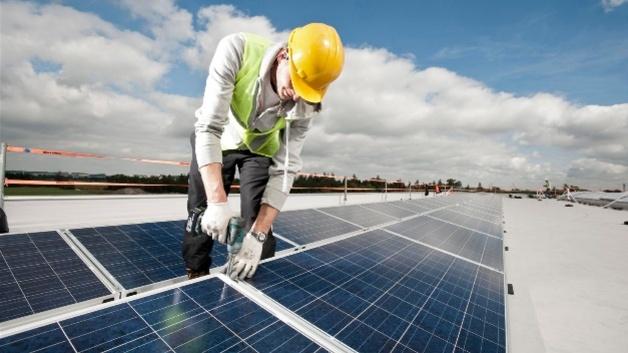 Solar Lohnt Sich Auch 2018 Rahmenbedingungen Halten Gewerbliche