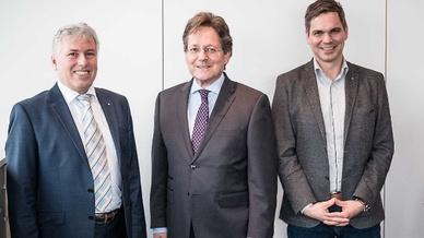 Dem Vorstand des neuen Bundesverbandes gehören an: (v.l.) Wolfgang Lang, Vitronic, Benno Schrief (Vorsitzender), Jenoptik und Christoph Münz, eso.