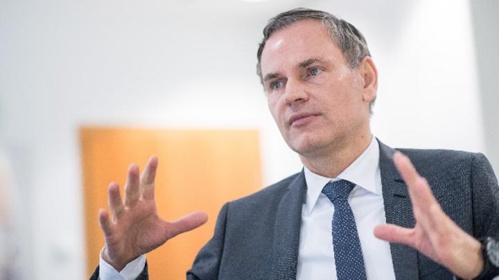 Oliver Blume, Vorstandsvorsitzender von Porsche: »Wir prüfen im Moment alle Segmente und schauen, wo Elektrifizierung Sinn macht – und zu welchem Zeitpunkt.«