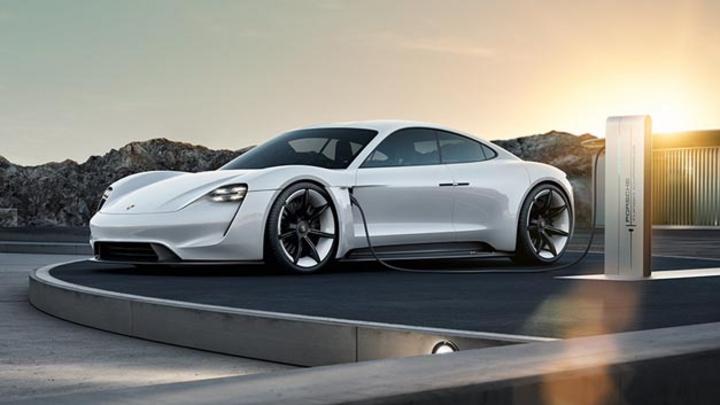 Porsche investiert bis 2022 6 Milliarden Euro in die Elektromobilität.