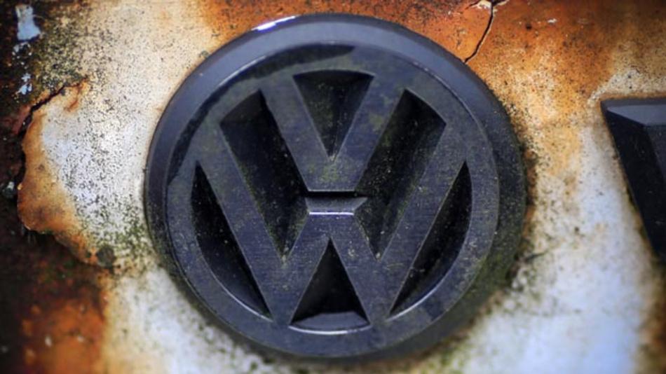 Zehn Affen mussten in einem Testlabor im Wüstenstaat New Mexico stundenlang Abgase eines VW-Beetles einatmen. Die EU-Kommission wirft der Autoindustrie nun ethische Systemfehler vor.