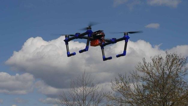 Das Drohnen-Abwehrsystem besteht aus zwei solcher Drohnen und soll innerhalb von wenigen Sekunden einsatzbereit sein.